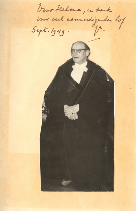 1949. Prof. W.E.J. Kuiper in toga